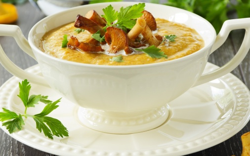 Cream-of-Chanterelle-Mushroom-Soup-1920x1200.jpg